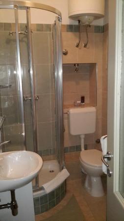 Vanjaka B&B: Salle de bain de la chambre verte