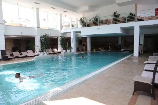 Hotel Atlantis : Бассейн внутри