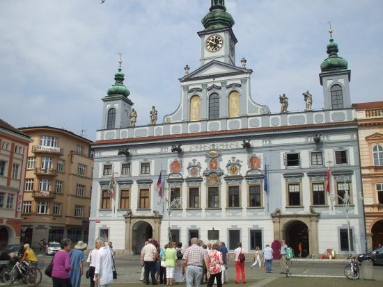 Grand Hotel Zvon: Rathaus gegenüber dem Hotel am Hauptplatz