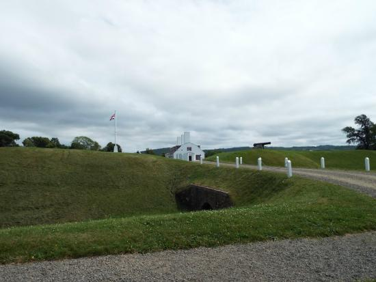 Fort Anne National Historic Site : Walking around the Fort