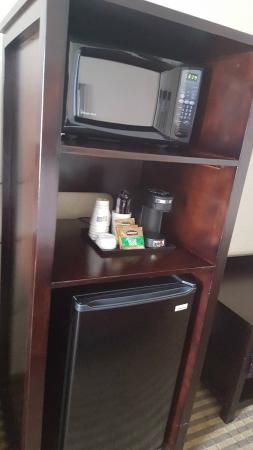Holiday Inn Express Hotel & Suites Newmarket: Fridge & Coffee