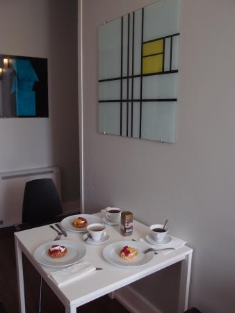 Cosme Guesthouse : VAN KLEE - room (dining table)