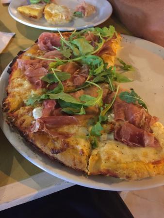 Pizza lievitata e grigliata allo spiedo