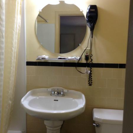 Briarcliff Motel: Bathroom