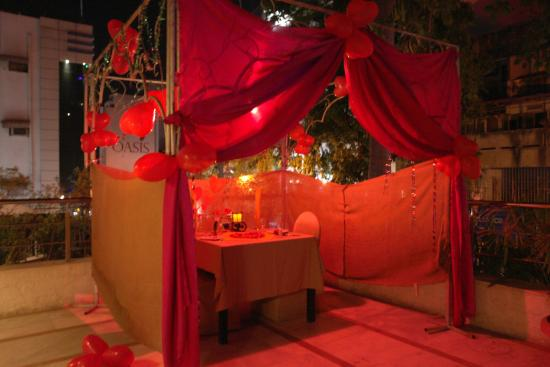 The Oasis Hotel: Romantic dinner theme