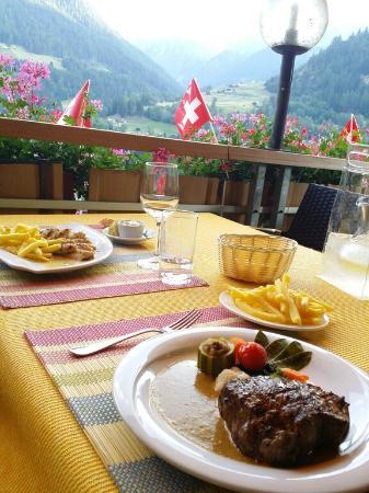 Ayer, Schweiz: Bei schönem Wetter ein doppelter Genuss