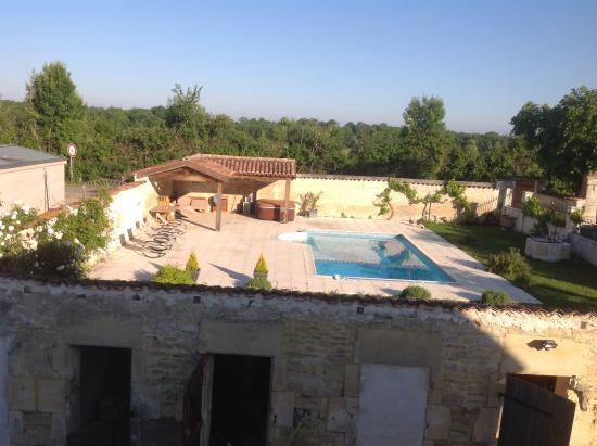 Breville, Frankreich: Swimming pool and spa area