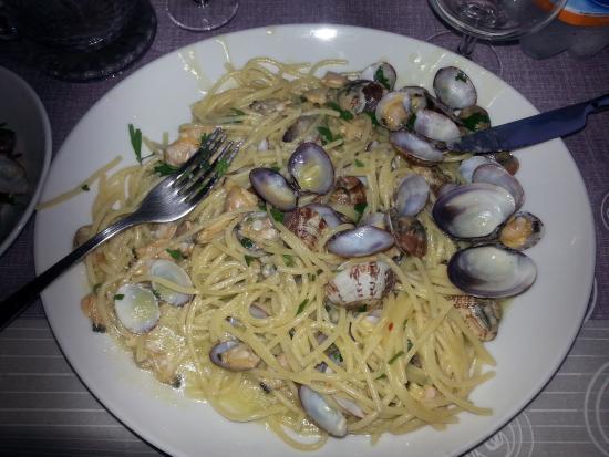 Tucano Beach: Spaghetti alle vongole...molte delle quali già divorate!!!