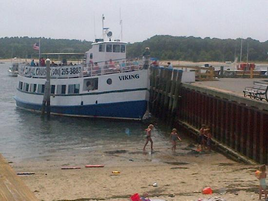 Cape Cod Canal Cruises: Viking