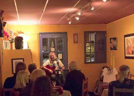 Boquete Art Cafe: Guest musician