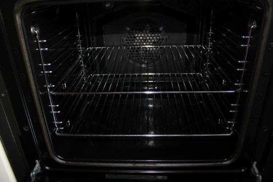 Farthingstone, UK: Sparkling clean oven!