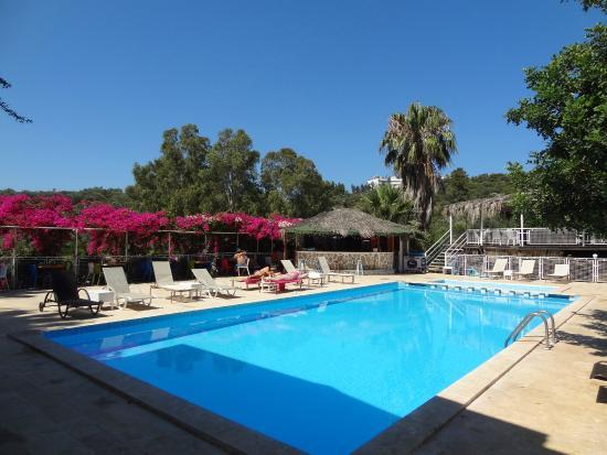 Hotel Pataros: Swimming Pool