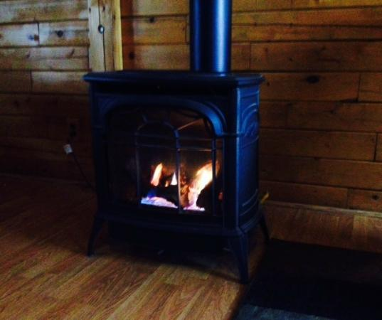 Sunset Ridge Log Cabins : winter warmth