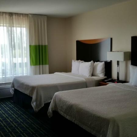 Fairfield Inn & Suites Milwaukee Airport: The room