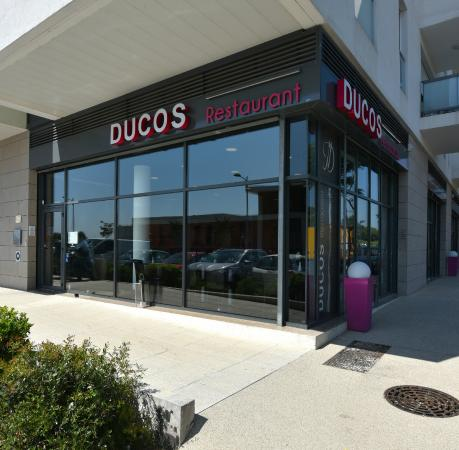 Exterieur du restaurant picture of ducos restaurant for Exterieur restaurant