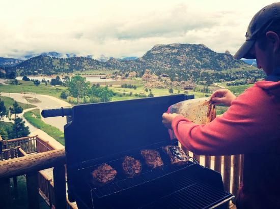 Mary's Lake Lodge Mountain Resort and Condos: Beautiful View!