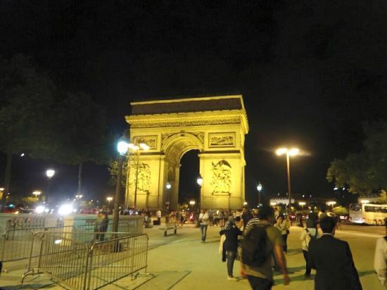 Paris by Night Illuminations bus tour : 凱旋門