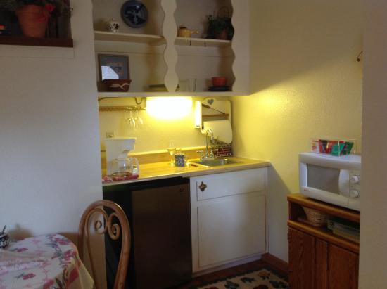 Washington Street Lodging: Room 3 kitchen