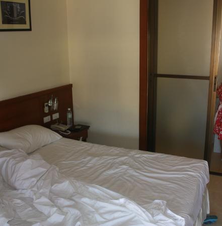 Outdoor Inn & Restaurant : номер с большой кроватью