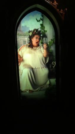 Grosse Dame Image la grosse dame - photo de la cité du cinema, saint-denis - tripadvisor