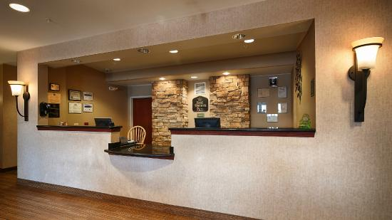 BEST WESTERN PLUS Fossil Country Inn & Suites: Front Desk