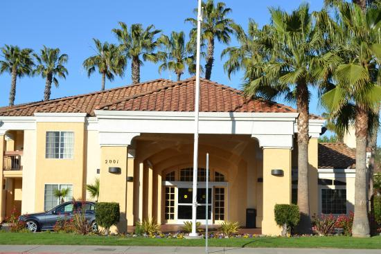 Best Western Palm Court Inn: Front of Hotel
