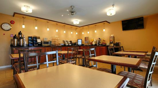 BEST WESTERN PLUS Executive Inn & Suites: Breakfast Area