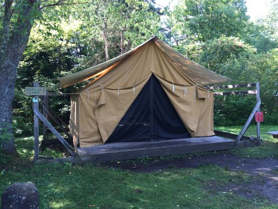 Adirondak Loj Canvas Cabin Exterior & Canvas Cabin Exterior - Picture of Adirondak Loj Lake Placid ...