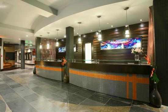 Sandman Hotel Penticton: Front Desk