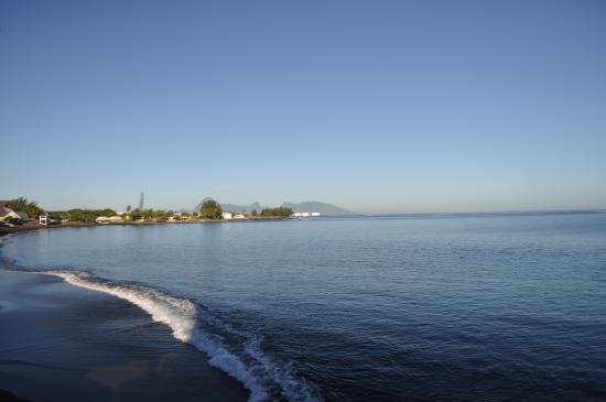 Royal Tahitien : Black sand beach