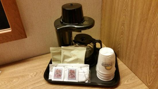 Days Inn Eagan Minnesota Near Mall of America: coffee/tea service