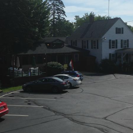 Cedar Crest Inn: Restaurant and office area