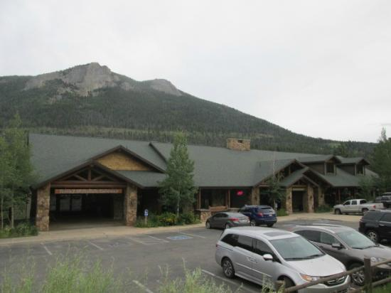 Trailhead Restaurant: view of the restaurant next to the visitor center