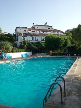 Hotel del Carmen: PISCINA Y HOTEL.