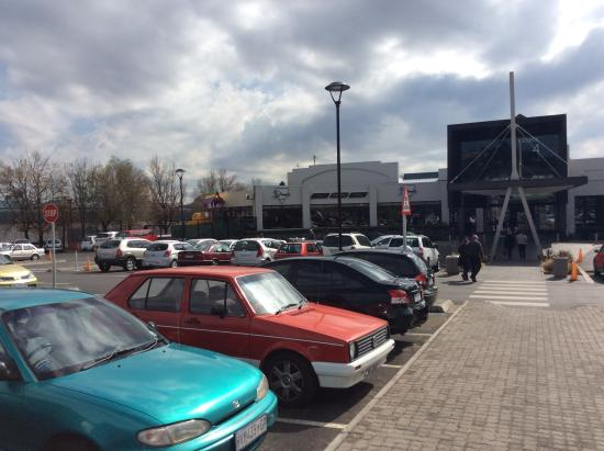 Cresta Shopping Centre: Plenty of parking.