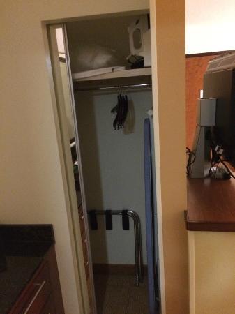 Hyatt Place Cranberry: Closet w/Safe
