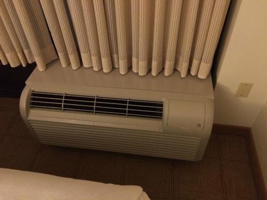 Hyatt Place Pittsburgh Cranberry: Noisy Cooler -air conditioner