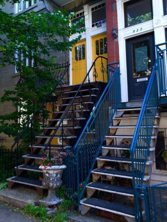 Plateau Mont-Royal : Très belles maisons avec leurs escaliers extérieurs, belles photos à faire