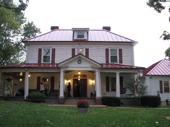 Catawba, VA: Restaurant/house from the front