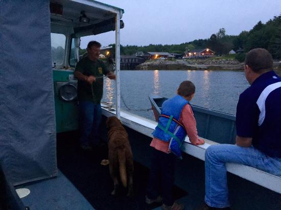 Anna's Water's Edge Restaurant: Captain Bob gives us a sunset cruise on the harbor