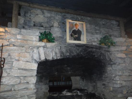 Fryemont Inn: Lobby Fireplace