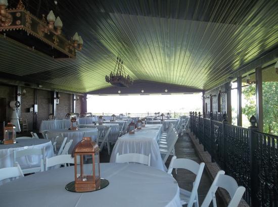 Castle Unicorn: The outdoor reception area.