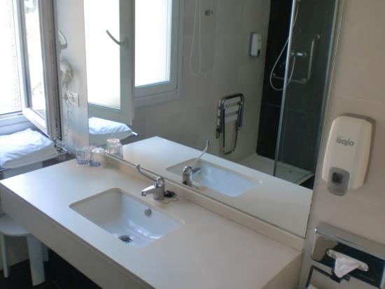 Sweet Hotel Renasa: Baño