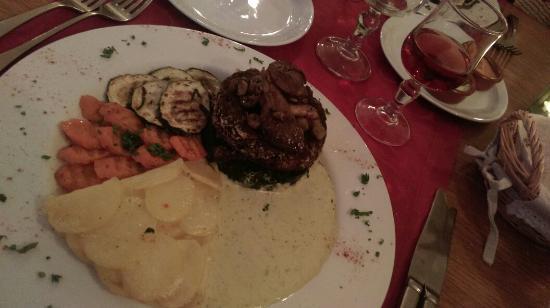 """La Maison du Vert : """"steak"""" champignons sauvages et châtaignes. Extra."""