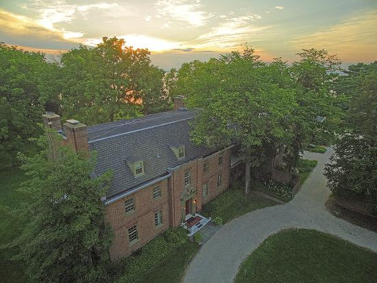 Great Oak Manor: Drone photo during an Eastern Shore sunset.