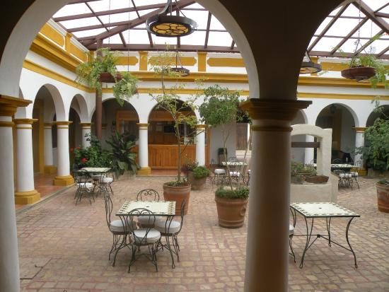 Hotel Casa Margarita: Patio