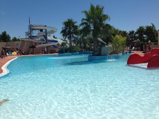 Piscine photo de camping plage et bord de mer valras for Camping bord de mer herault avec piscine
