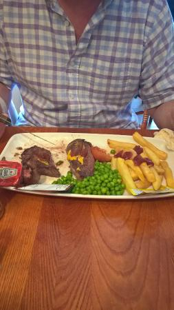 Mountain View Pub & Restaurant: This is a £10.95 meal can you believe!