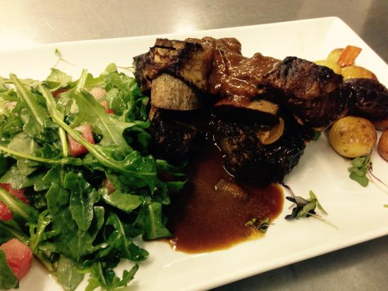 Dockside Restaurant on York Harbor: The beef shortribs simply fall off the bone!
