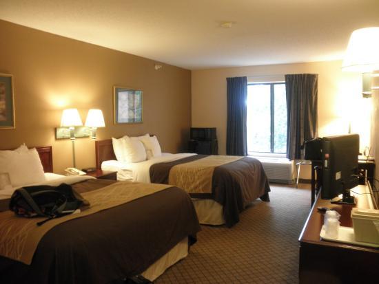Comfort Inn & Suites: ちょっとバスルームの換気扇の音が大きいけど清潔でした。